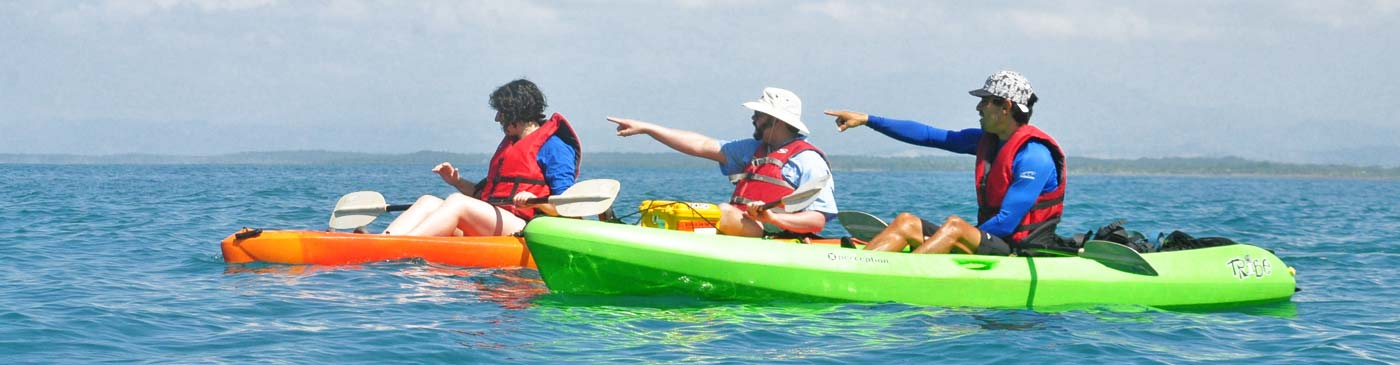 Kayak tours along Costa Rica's Pacific coast